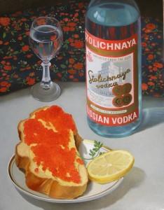водка и бутерброд с маслом и красной икрой