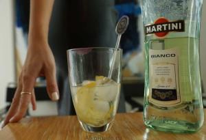 Martini-byanko-na-stole